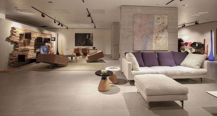 Nel nuovo showroom, il marchio dell'azienda Essequattro presenta le collezioni create in collaborazione con alcuni tra i principali protagonisti del design contemporaneo, come Favaretto & Partners e Traverso-Vighy.