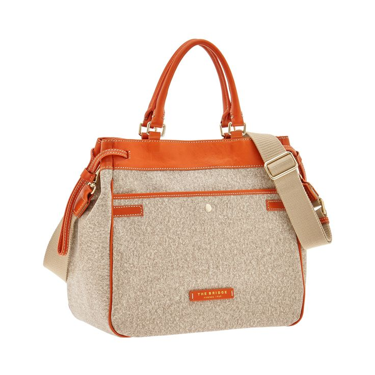 This shopping tote bag from The Bridge features an elegant, practical design. Perfect for travel and leisure. Leather details add a touch of class and guarantee comfort and durability. Size 34X29X16 cm. #TheBridgeBag