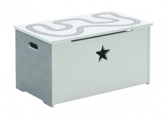Cars toy storage chest with star cutout and easy handles for carrying. Available online at Ilva Denmark.