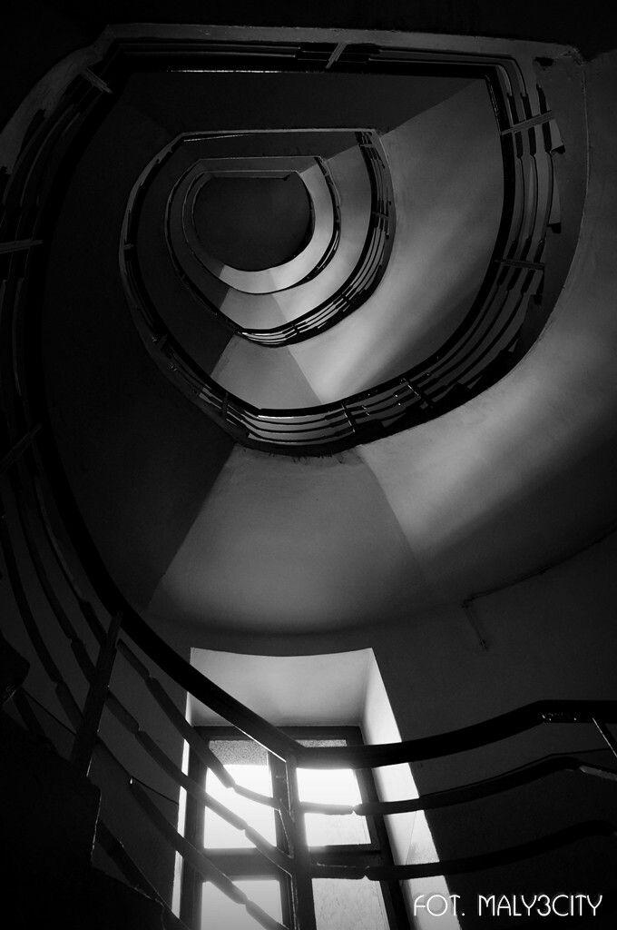 Modernistyczna klatka schodowa z duszą  - Gdynia ul. 10 Lutego 32