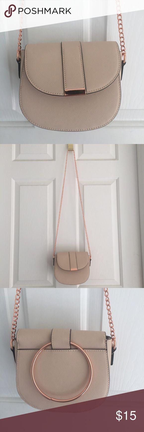 Pink Rose Gold Chain Crossbody Bag Cute bag only worn once! Zipper pocket inside Primark Bags Crossbody Bags