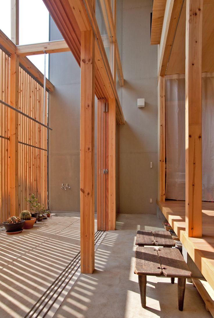 mizuishi architect atelier: genkan in house in nukuikitamachi, japan