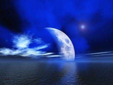 'View to the moon' von Alexandra Kleist bei artflakes.com als Poster oder Kunstdruck $14.15