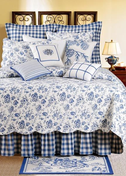 There's just something so farmhouse about this style of bedding. I don't usually like blue, but I would decorate a guest bedroom like this.
