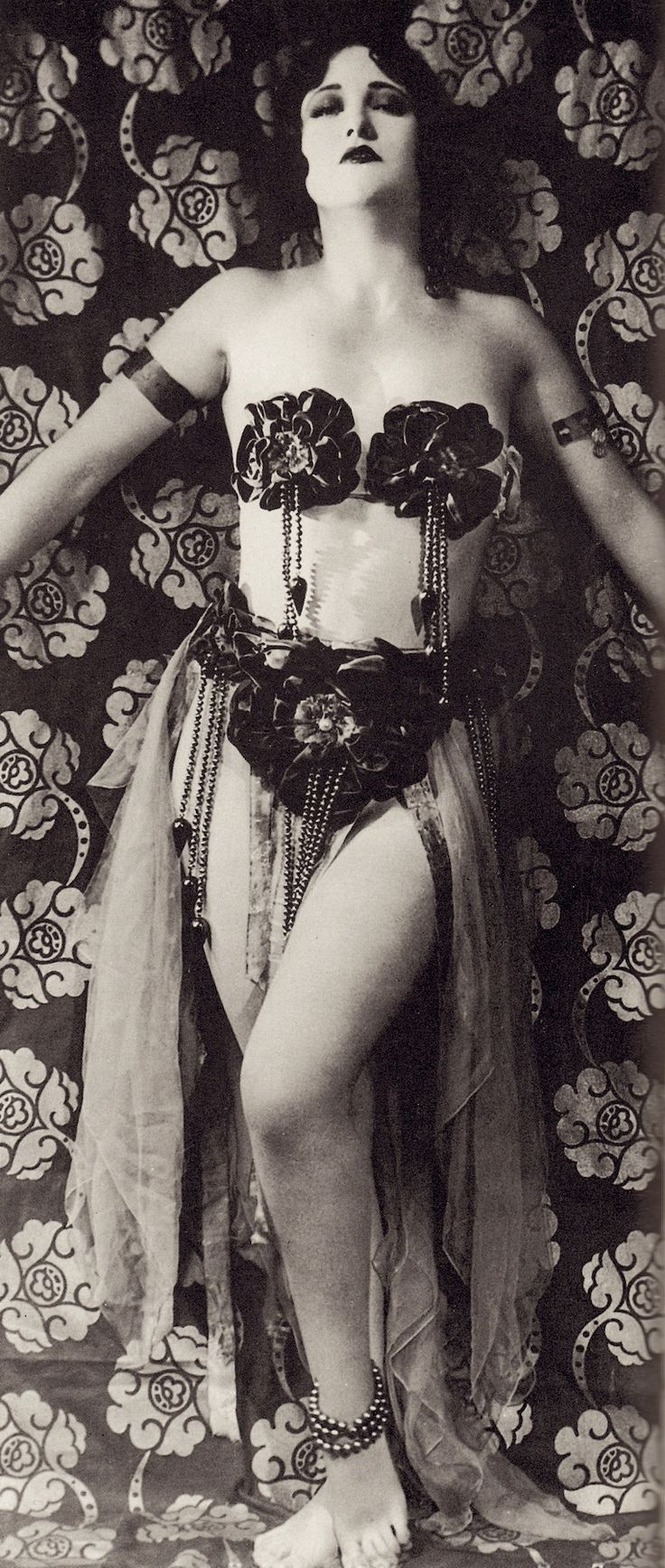 JOAN CRAWFORD mid 1920's giving us the full VAMP treatment, wearing much less than normal. From Joan Crawford The Ultimate Star by Alexander Walker. (minkshmink)