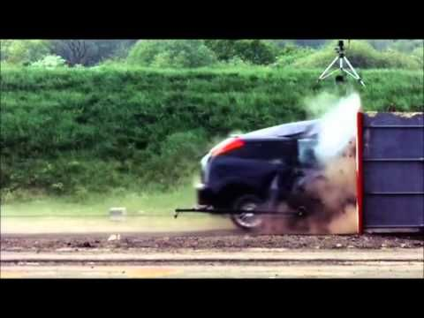 Crash Test Ford Focus 120 mph (190 km/h) - YouTube  Why you don't want to get in a head on crash!