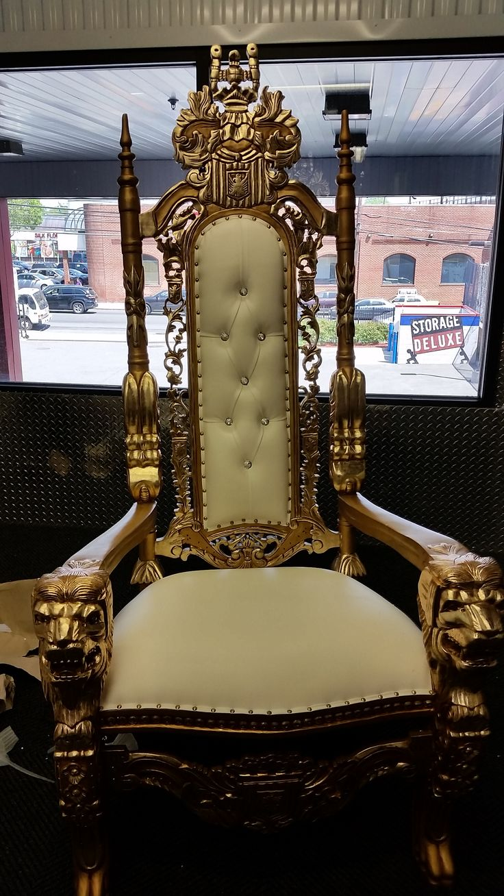 This is a beautiful throne chair to rent for any event ...