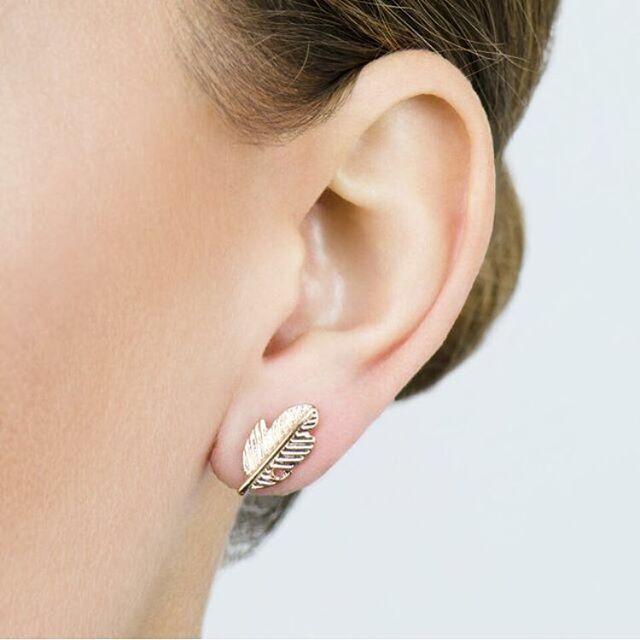 NEW IN: Feather earrings in het goud en zilver! Leuk om te combineren met meerdere oorbellen. Wil jij deze musthaves ook hebben? Ga dan snel naar www.cottonandscents.com #cottonandscents #earcandy #earrings #oorbellen #featherearrings #veertjes #veren #webwinkel #webshop#earparty #tinyearrings