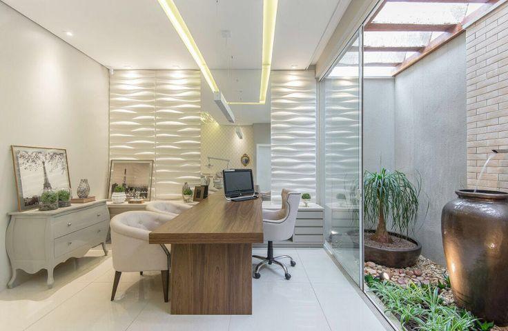 """Nosso Projeto do Dia é uma clínica odontológica super diferente idealizada pela talentosa arquiteta Carol Cantelli.A proposta do consultório era exatemente que o lugar não tivesse """"cara"""" deum tradicional co..."""