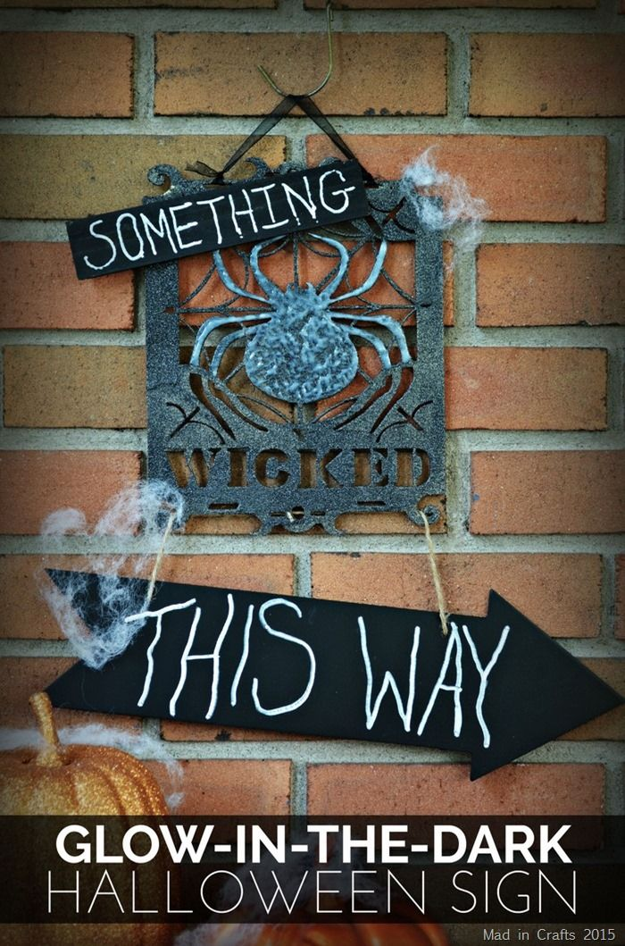 Glow in the Dark Halloween Sign Tutorial