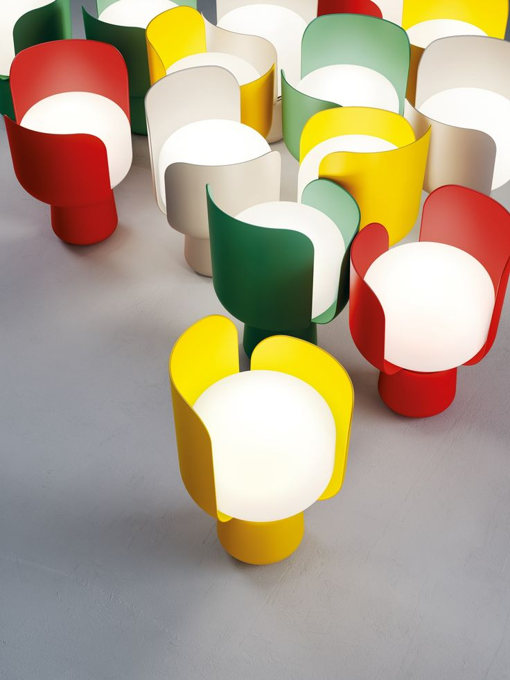 Polyethylene table lamp BLOM by FontanaArte | design Andreas Engesvik