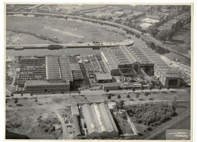 Machinefabriek Breda v/h Backer en Rueb. Rechts een deel van de HKI en de rivier de mark