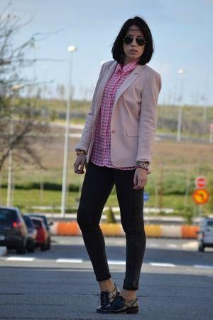 Pink 14-4-2014  Blazer: PULL & BEAR Camisa / shirt: STRADIVARIUS Jeans: STRADIVARIUS Bolso / bag: MANGO Pulseras / bracelet: CICLÓN