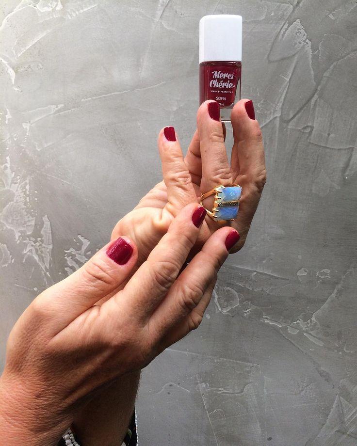 A Merci Chérie é uma marca de esmaltes com embalagens muito fofas  Ela contém pigmentos importados e cada esmalte tem o nome de mulheres que são apaixonadas por unhas coloridas! #nails #naildesign #unhas #esmaltes #merciecherie #esmalteria #espacodellasbar #portoalegre #brasil