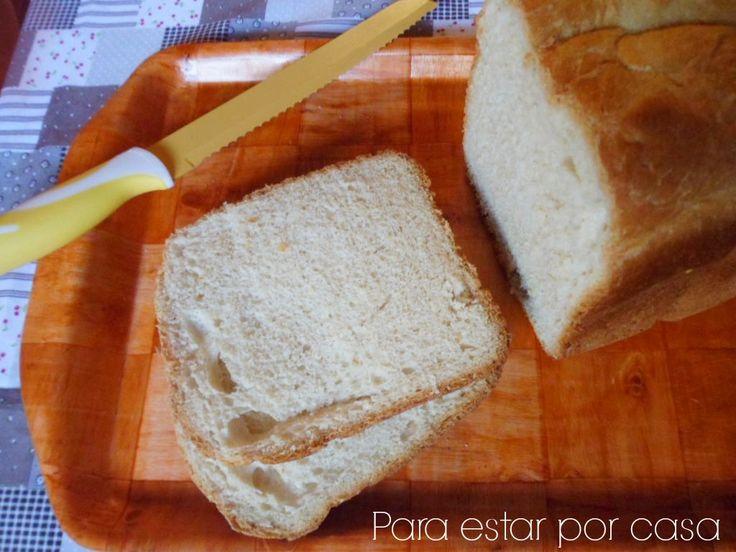 ¿ Pan o bollo ? He aquí la cuestión. Por su tamaño parece un pan, pero todo cambia al presionar su superficie y ver que su corteza e...
