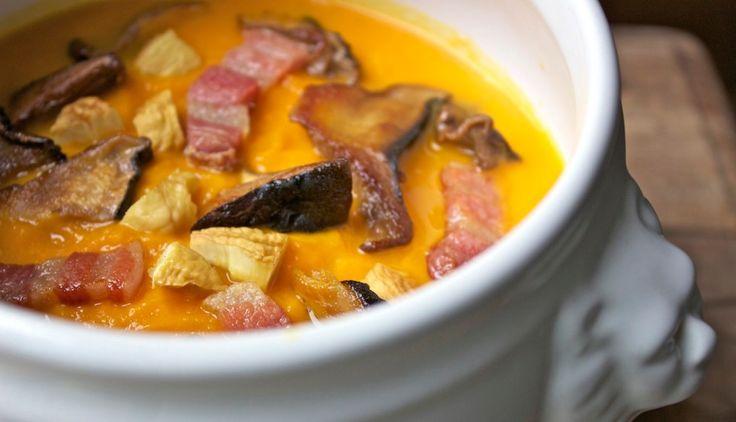 Zuppa di zucca ai funghi porcini, castagne e pancetta croccante ricetta