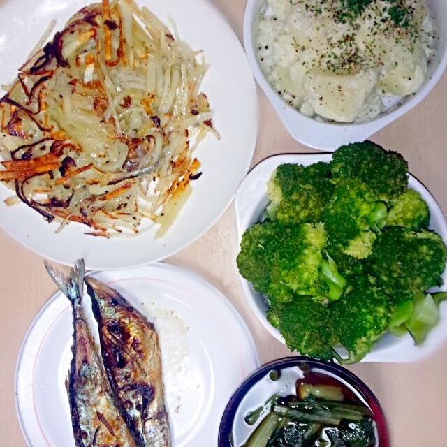 2014/11/09   夕飯  昨日に続き、じゃが玉祭り - 6件のもぐもぐ - 秋刀魚の焼き魚 粉ふき芋 じゃがいもと玉ねぎのガレット ブロッコリーのボイル 小松菜の味噌汁 by sigure49