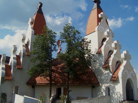 Erdély, Csíkszereda, Makovecz Imre temploma 6