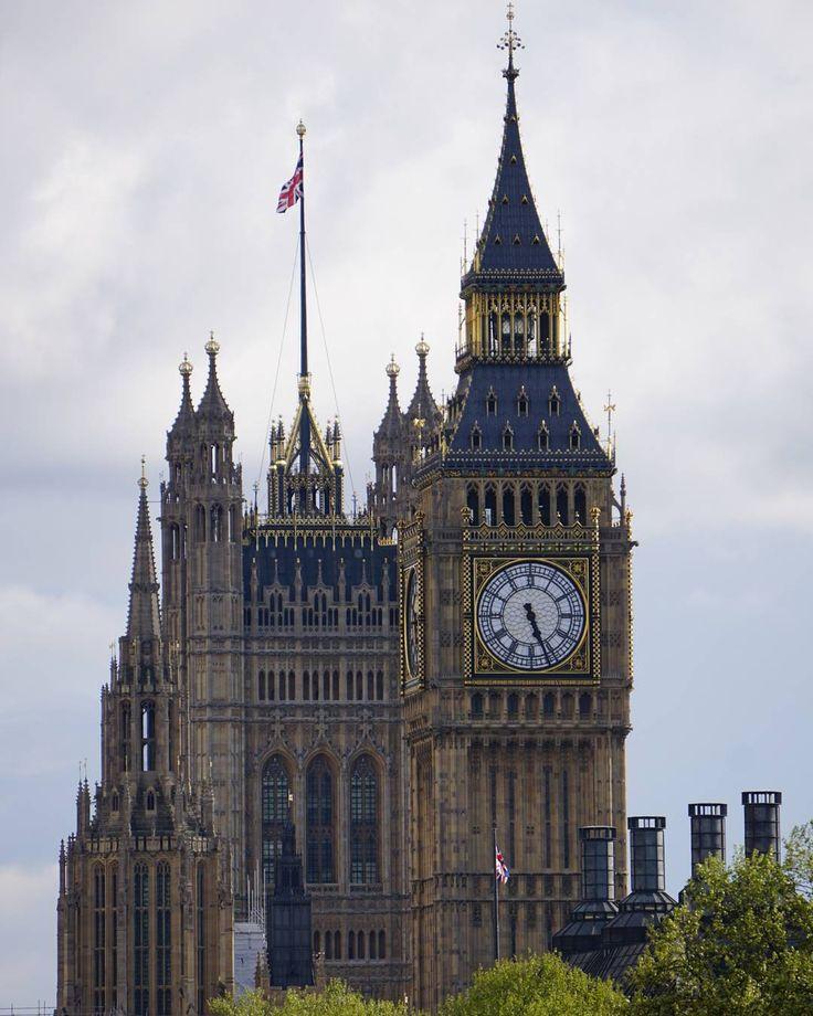 Классический кадр �� #classic #классика  #travel #путешествие #greatbritain #архитектура #architecture #англия #london #uk #citybestpics #travel_cool #лондон #город #instatravel http://tipsrazzi.com/ipost/1509615342421606771/?code=BTzOyfYhQFz