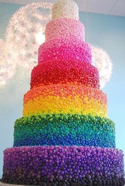 I can't imagine how long it takes to make that cake! But its really cool!