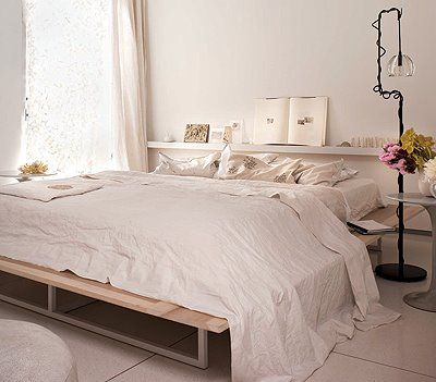rustic modern: Home Interiors, House Ideas, Interiors Design, White Bedrooms, Platform Beds, Apartment Ideas, Sweet Homebedroom, Bedrooms Inspiration, Bedrooms Ideas