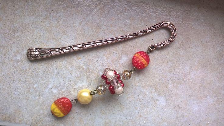 "Bookmark with ""Sultan"" beaded bead  (http://manogyongyei.blogspot.hu/2009/01/sultan-bogy.html)"