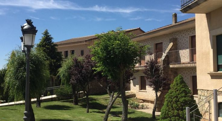 Mirasierra Santo Tomé del Puerto Located 50 minutes' drive from Madrid, the family-run Mirasierra features rooms with views of the Segovia Mountains. Set in gardens, it has an outdoor pool and offers traditional Castilian cuisine.