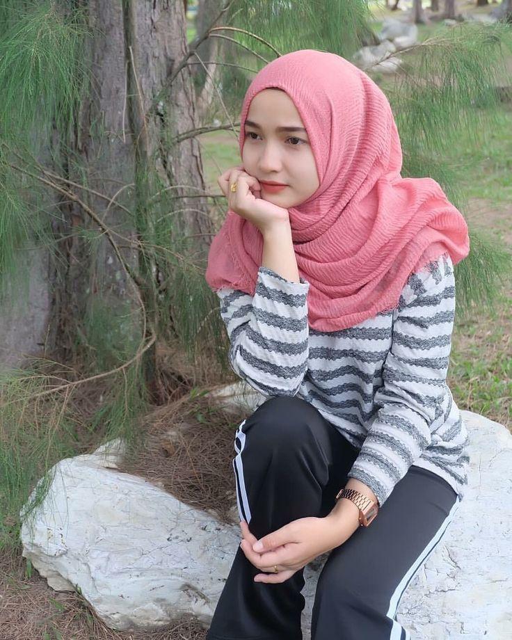 Pin oleh Angelgabriella di Beautiful Hijab Model pakaian