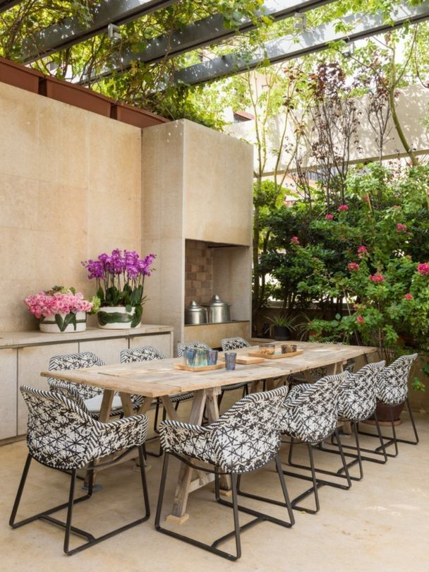 House tour: lessons in creative interiors from an art collector's Beirut home - Vogue Living