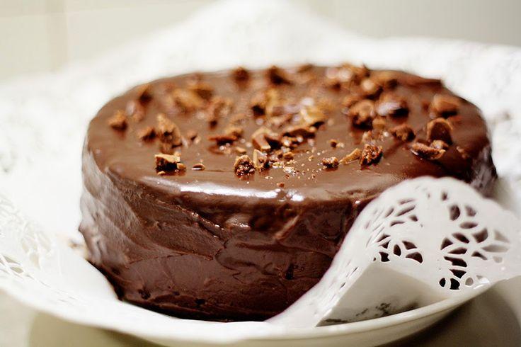 Tein kaverini syntymäpäivän kunniaksi melkeinpä tavallisinta mahdollista suklaakakkua, paitsi että käytin taikinassa Pätkistä. Tämä res...