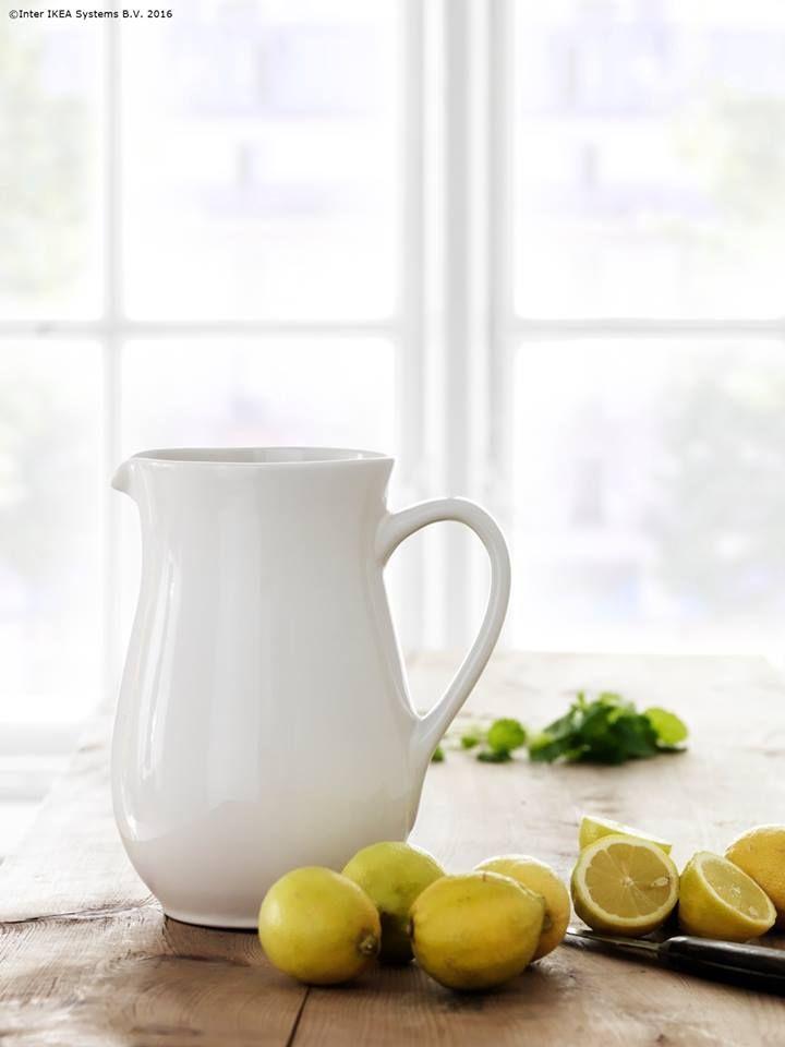 Lămâi, puțină mentă proaspătă, apă rece și limonada-i gata!