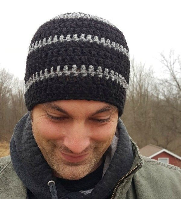A tightly fitted hat is an easy pattern to crochet, and will keep a young man warm and stylish. This is a guide about making a men's crocheted skull-cap.