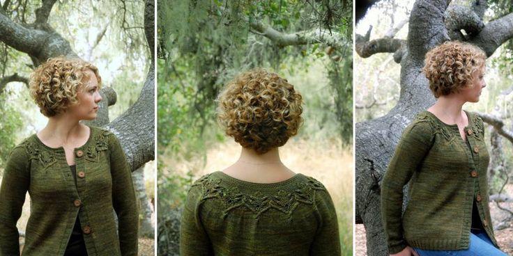 Женский вязаный спицами жакет с арановой кокеткой Gnarled Oak. Простая модель с арановым узором на кокетке вяжется спицами без швов снизу вверх одной деталью.