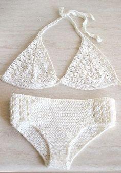 Bikini alluncinetto in crema fatta di filato in microfibra di lusso. Il mio disegno originale, hanno qualche tipa dellannata. Fatto a mano di filato in