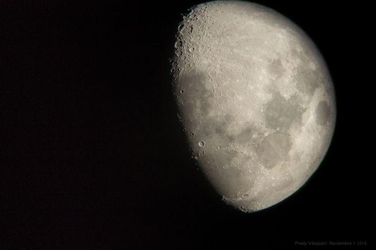 A medias. Luna discreta