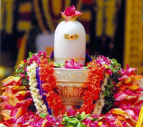 Shivling is considered to be the sign of love between Lord Shiva and his Wife Parvati. It is believed that when a couple worships the Shivling, their love life remains evergreen. A Shiva Lingam has three distinct parts which are considered as portions of Brahma, Vishnu and Shiva. The Lower part represents Brahma, the middle Vishnu and the upper and the most prominent represents Shiva. Thus Shiva Lingam represents all the three powers in one- as the Param Braham or Supreme Shiva.