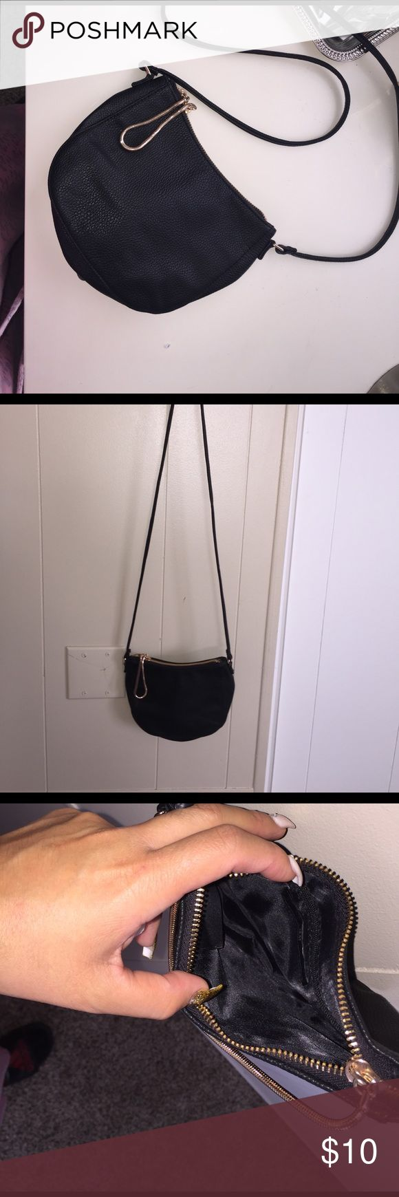 Small H&M purse Black &a gold  H&M purse. Small bag with a pretty zipper used once not for me H&M Bags Satchels