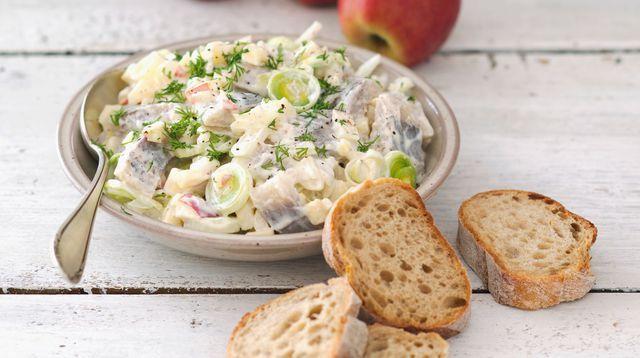 Salade de harengs aux pommes, crème au raifort