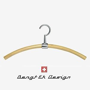 Passende helle Kleiderbügel von Bengt EK Design gibt´s natürlich auch. Natürlich auch zum Sonderpreis in Höhe von 21,95 Euro. (Unverbindliche Preisempfehlung des Herstellers: 39,95 Euro) Und natürlich auch sofort lieferbar - Solange der Vorrat reicht!