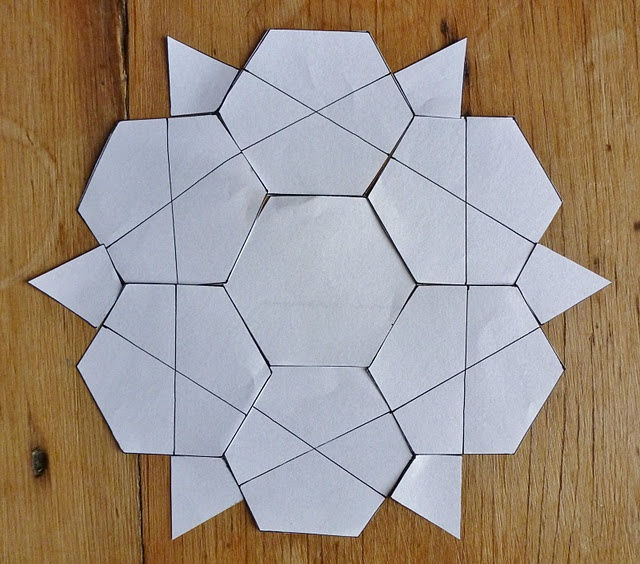 Another pinner wrote:  Summerfete: She's one of the best paper piecing patchworkers on the net. Wonderful tutorials