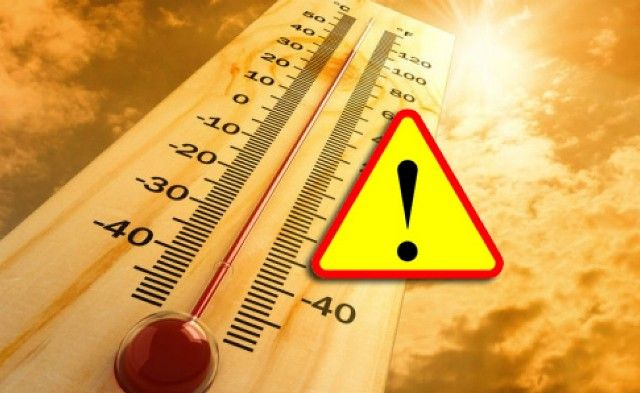 Będzie gorąco – temperatura maksymalna od 31°C do 35°C. Rządowe Centrum Bezpieczeństwa ogłosiło ostrzeżenia przed upałami drugiego stopnia (od 35 do 38°C) dla dziewięciu województw i pierwszego (od 30 do 34°C) dla reszty kraju:  W ten weekend uważajcie – załóżcie nakrycia głowy, zabierzcie ze sobą dużo wody, ale też parasol. W sobotę możemy spodziewać