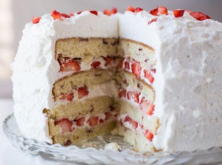 Receita de Bolo de Morango - Esse bolo é maravilhoso para quem gosta muito de morango, já fiz 2 vezes e fez maior sucesso.