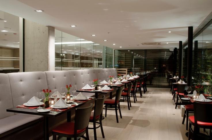 En Zafrán Lounge Bar podrá encontrar los mejores aperitivos y snacks, y una exclusiva carta de vino ideal para disfrutar con la mejor compañía.
