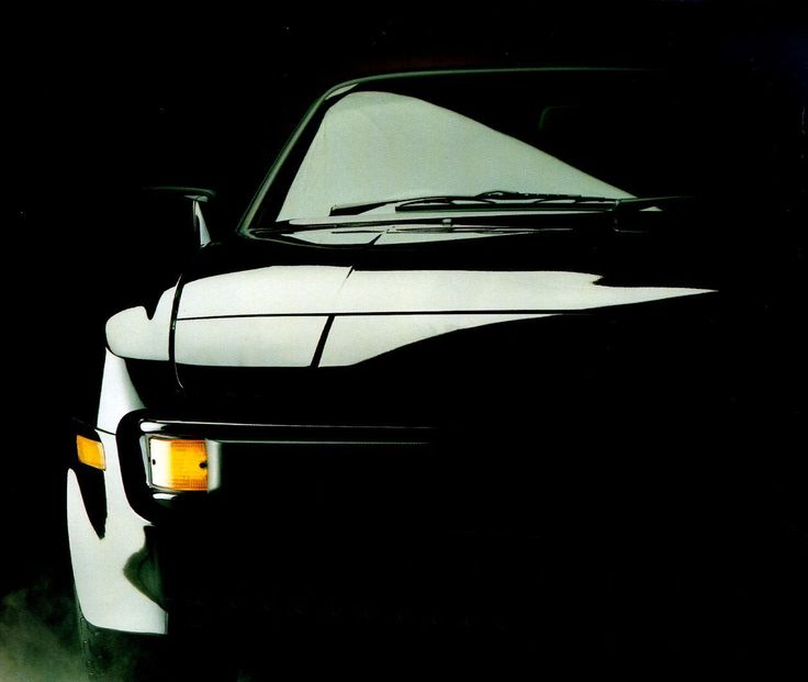 Stunning picture of a Porsche 944 Turbo. Vrr well done.