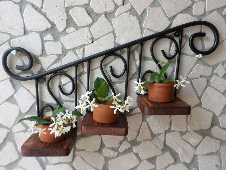 Artigianato italiano in stile rustico country Portavaso portapiante in ferro battuto e legno mod. Scaletta