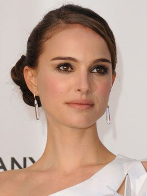 Natalie Portman looks amazing with this simple updo!