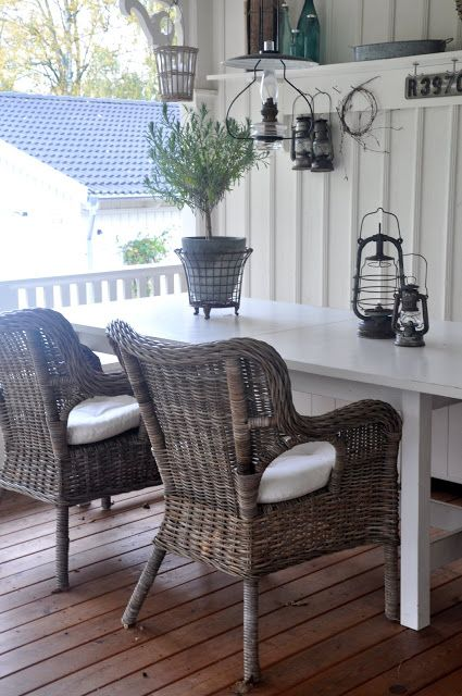 Vita Verandan. Beautiful porch dining.