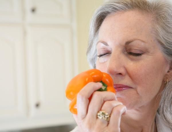 El olfato y Alzheimer: ¿cómo afecta uno a otro?