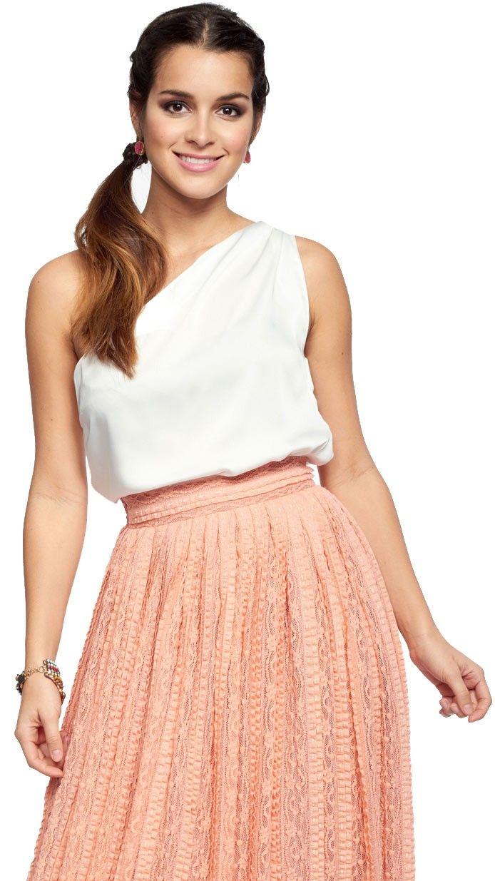 top asimétrico blanco para invitada a fiesta disponible para su alquiler on-line en dresseos.com