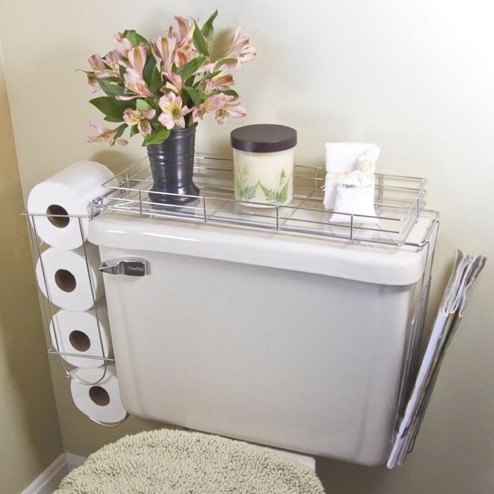 Унитаз можно оборудовать небольшим металлическим каркасом, в котором будет удобно хранить туалетную бумагу и разные мелочи.